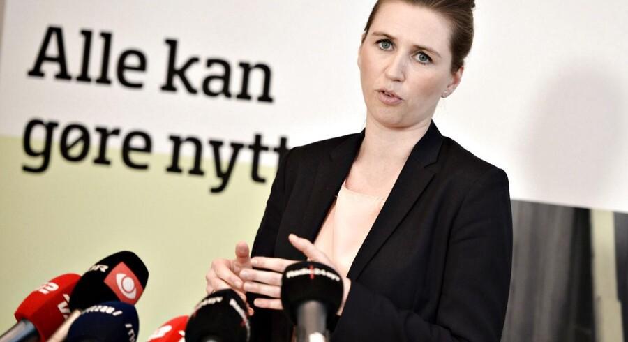 »Vi har allerede aftalt et møde i maj som opfølgning på finansloven. Jeg synes, vi skal diskutere det på det møde,« siger beskæftigelsesminister Mette Frederiksen om antallet af danskere, der har opbrugt deres dagpenge.