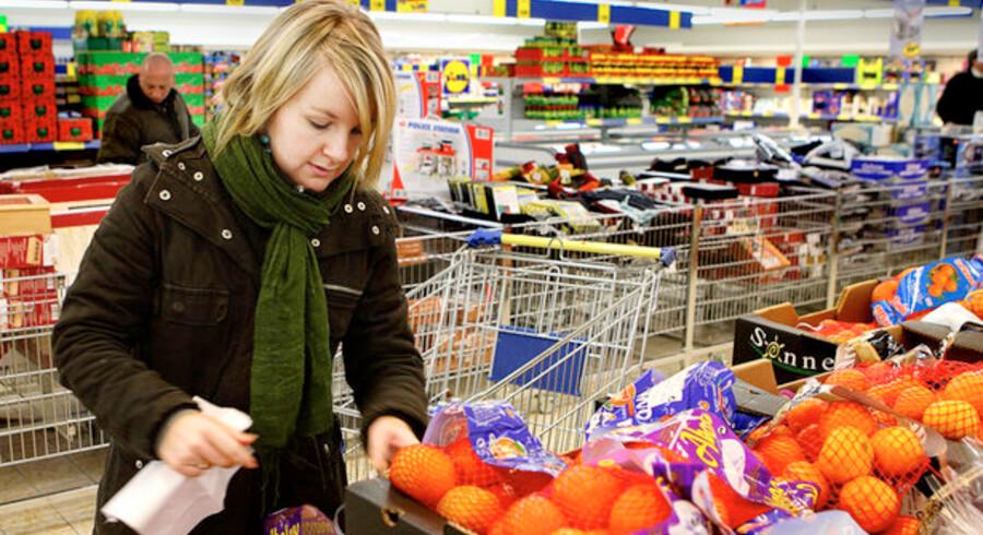 De danske forbrugere lader sig nu for alvor mærke af den økonomiske nedtur og de usikre udsigter for fremtiden.