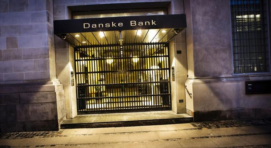 Danske Bank meddeler i forbindelse med en ny strategi for privatkunder, at man indfører et abonnement for privatkunder. Det medfører protester fra kunder og advarsler fra eksperter.