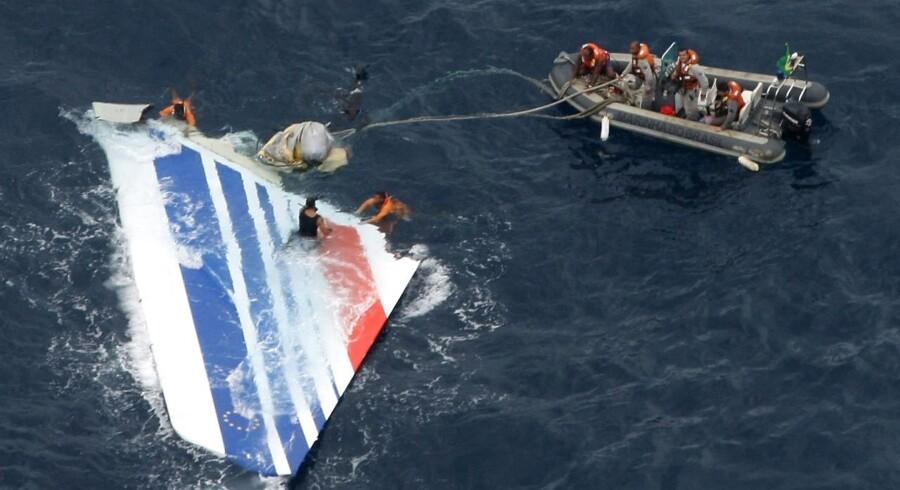 Resterne af Air France-flyet bjærges. 228 mennesker mistede livet, da flyet styrtede ned. REUTERS/Brazilian Air Force/Handout/Files.
