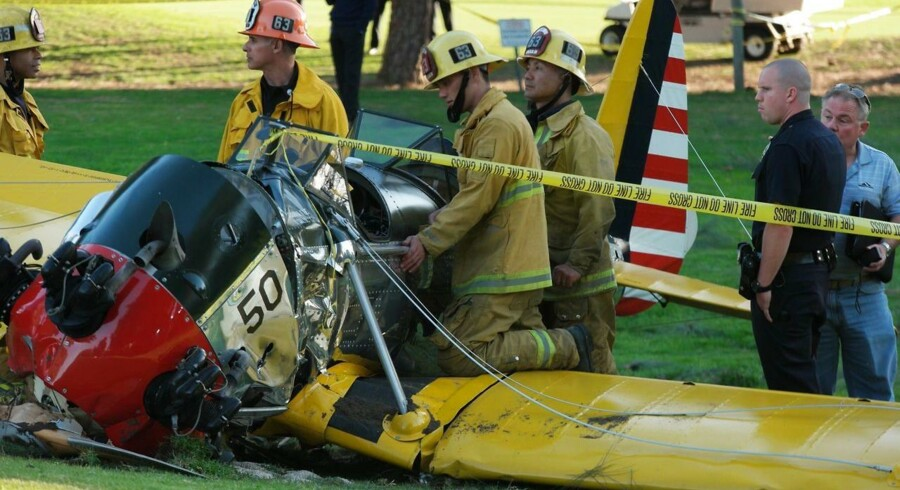 Skuespiller Harrison Ford er indlagt på hospitalet, efter hans sportsfly forulykkede under en nødlanding på en golfbane. Den 72-årige skuespiller er medtaget, men ventes at slippe fra ulykken uden mén.