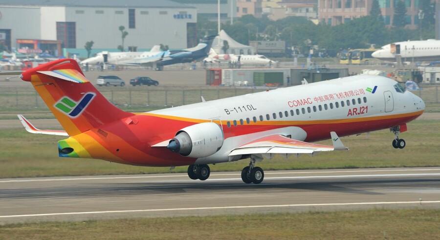 Airbus og Boeing mærker konkurrencen fra både russiske, japanske og kinesiske selskaber. Her ses et kinesisk Comac-fly.