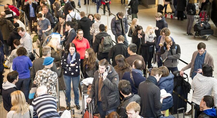 Arkivfoto: Rejsende venter i Københavns Lufthavn under strejke fra SAS' kabinepersonale.