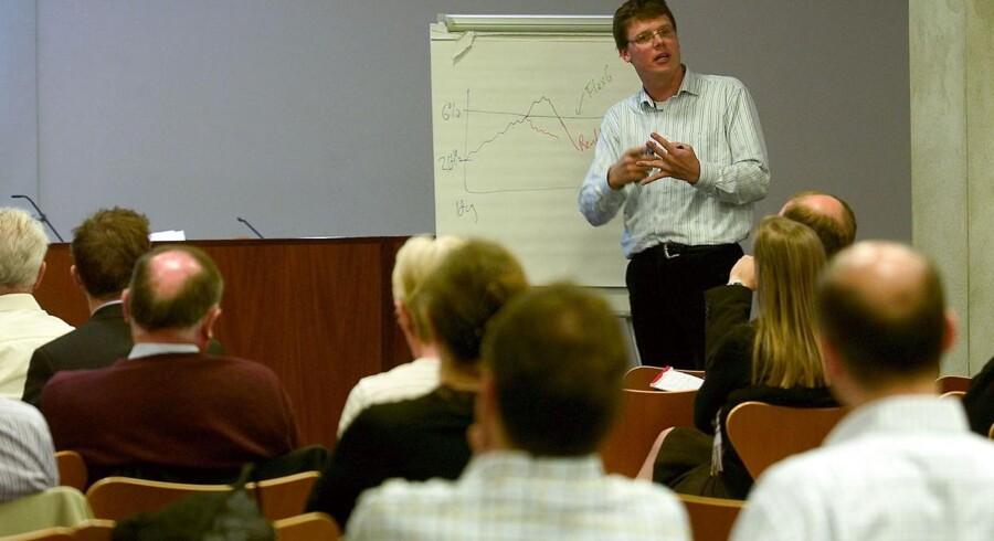 Professor Ken Bechmann fra CBS opfordrer til bedre information om udgifterne til investering i foreninger.
