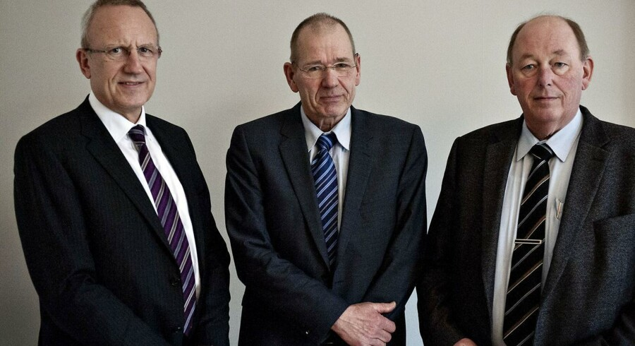Fra venstre er det Adm. Dir. Jørn Neergaard Larsen, forligsmand Asbjørn Jensen og Formand for LO, Harald Børsting (Foto: Torkil Adsersen/Scanpix 2012)