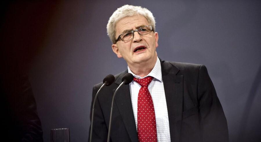 Skatteminister Holger K. Nielsen (SF) kan trods vækstpakke blive tvunget til nye sænkelser af selskabsskatten om få år.