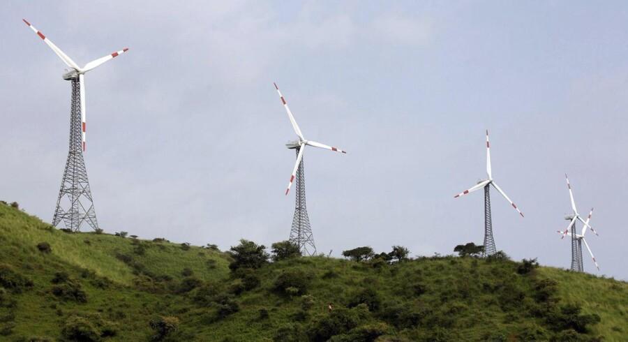 Den indiske vindmøllefabrikant Suzlon Energy stiger markant på børsen i Mumbai på baggrund af rygter om, at selskabet vil sælge aktier i sit tyske datterselskab Senvion - tidligere Repower - med det formål at børsnotere Senvion på børsen i London.
