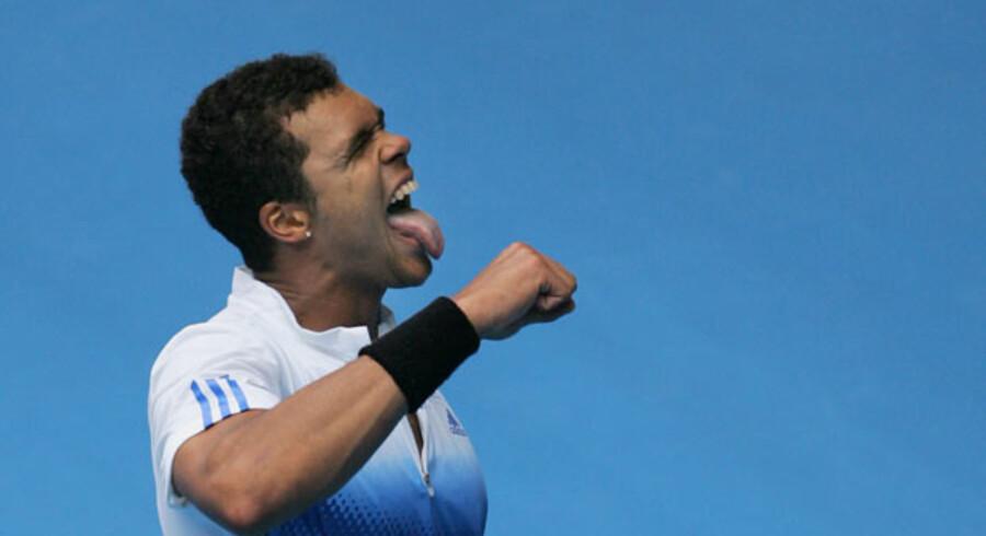 Jo-Wilfried Tsonga har imponeret til Australian Open. Her jubler han ovenpå sejren i ottendelsfinalen over Richard Gasquet.