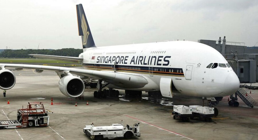 Singapore Airlines kan om en måneds tid ikke længere prale af at have verdens længste flyrute uden mellemlandinger. Selskabet lukker ruten på grund af for dyre brændstofpriser og for lille interesse fra rejsende forretningsfolk.
