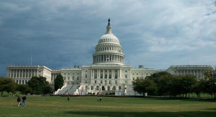 Ifølge den amerikanske grundlov er det udelukkende Kongressen, der kan låne penge på statens vegne.