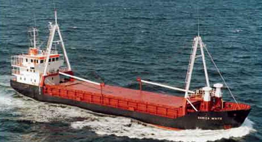 ARKIVFOTO af Danica White-- Piraterne bag kapringen af det danske fragtskib 'Danica White' har fremsat krav om løsesum. Det bekræfter direktør i det private efterretningsfirma Protocol, der arbejder med sikring af handelsflåden mod terror og pirateri. - Via vores netværk har vi fået bekræftet, at piraterne har fremsat krav om løsesum, og at der er inddraget en professionel forhandler mellem parterne, siger Hans Tino Hansen til Ritzau. Se RB 11.06.2007 13:44. (Foto: NF/Scanpix 2007)