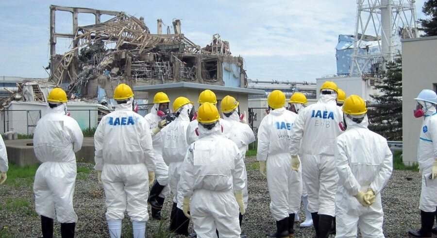 Tepco-folk og IAEA-eksperter inspicerer den kritiske reaktor 3. Tepco erkendte først for nylig, at ikke én med tre reaktorer var nedsmeltet.