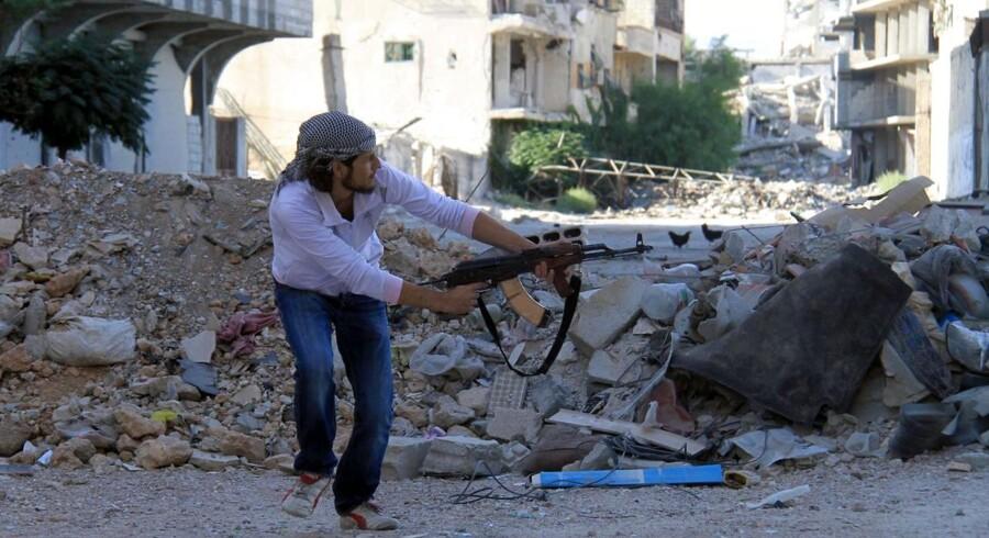 Kampene i Syrien fortsætter - her i den nordlige del af hovedstaden Damaskus.