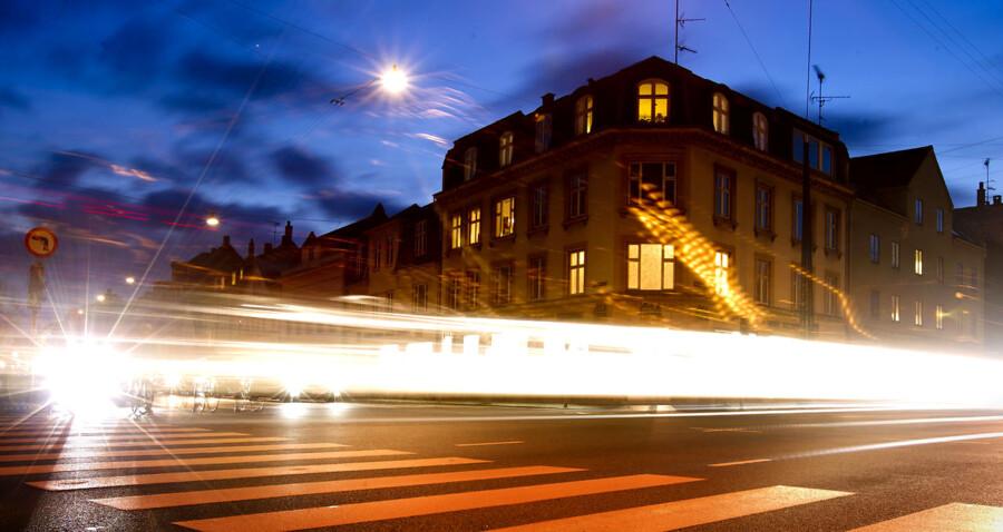 Regeringen er i gang med at droppe den omdiskuterede betalingsring og arbejder i stedet på at finde en milliard kroner til bedre og billigere kollektiv trafik, erfarer b.dk.