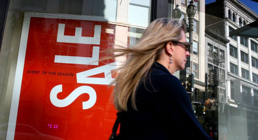 En ny rundspørge blandt amerikanske kvinder, foretaget af America's Resarch Group, viser, at en tredjedel af kvinderne i USA ikke – altså slet ikke – regner med at købe nyt tøj i 2009.