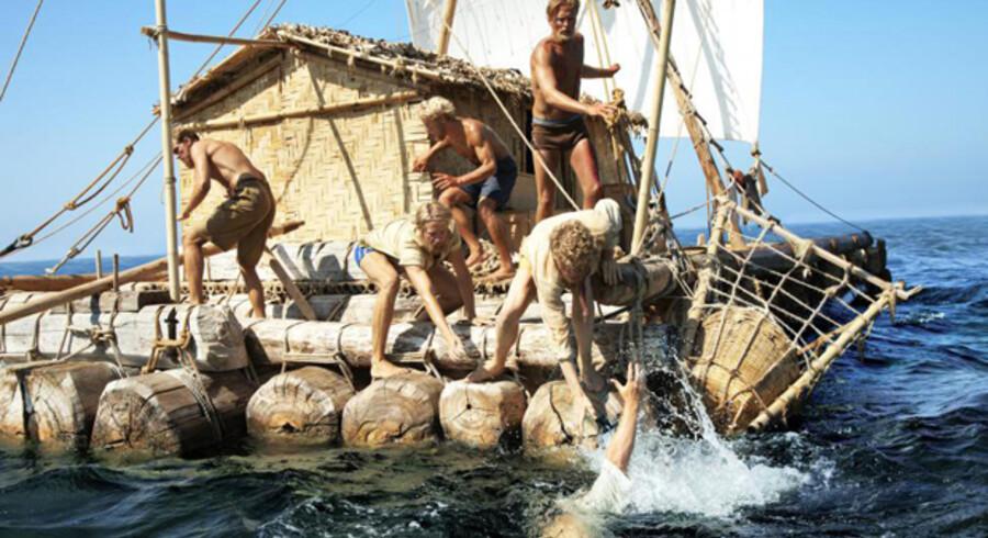 »Kon-Tiki« brugte 101 døgn på at krydse Stillehavet. Faldt nogen i vandet, havde besætningen ringe muligheder for at vende flåden.