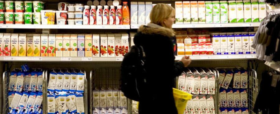 """""""Vi må og skal gøre alt, hvad vi kan, for at hjælpe vores mælkeproducenter, som står over for et dramatisk prisfald. Vi vil fortsætte med at benytte alle de foranstaltninger, vi råder over, til at stabilisere markedet,"""" lyder det fra Mariann Fischer Boel, landbrugskommissær (V)."""