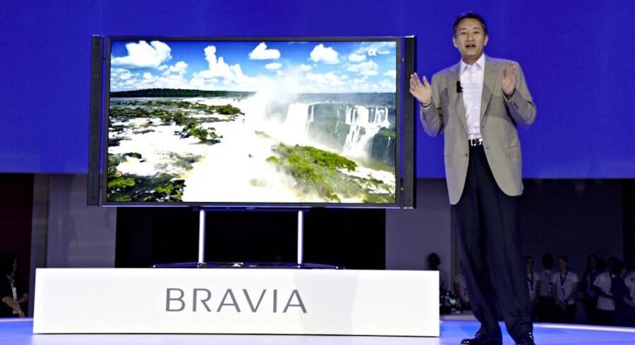 Sonys nye topchef, Kazuo Hirai, præsenterer det nye 4K-TV med en opløsning, der er fire gange bedre end dagens bedste TV-apparat. Prisen er dog ukendt - og næppe i den billige ende. Foto: Sony