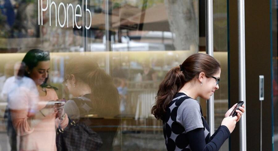 Apple sælger millioner af den seneste version af iPhone - men ikke så mange som ventet.