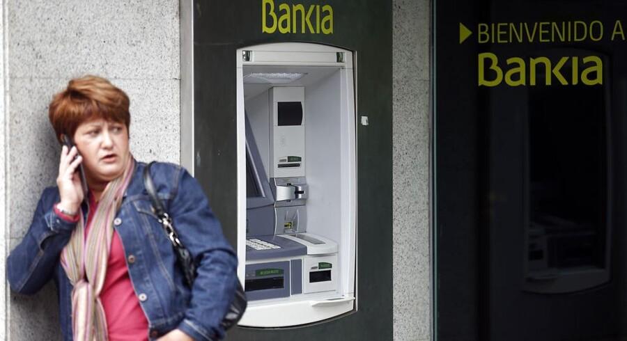 Det kniber med at få privatøkonomien til at hænge sammen, så mange spaniere opsiger deres mobilabonnement. Foto: Sergio Perez, Reuters/Scanpix