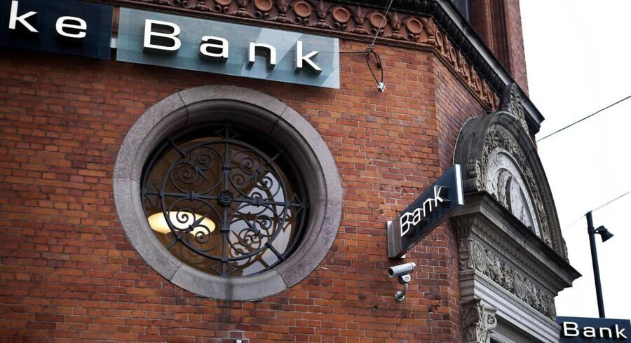 Danske Banks mål om at komme i den bedste halvdel er længere uden for rækkevidde, end det nogensinde har været, vurderer bankanalytiker Christian Hede fra Jyske Bank.