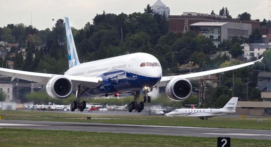 Her ses Boeings 787-9 Dreamliner lande efter sin jomfruflyvning tirsdag ikke langt fra Seattle, Washington.