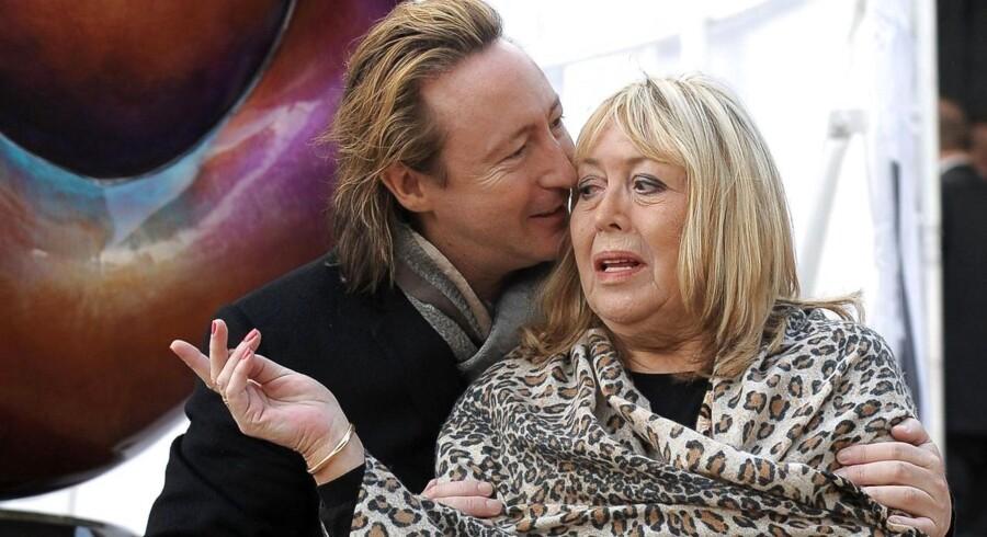 Her ses Julian Lennon sammen med sin mor Cynthia (John Lennons første kone). Cynthia Lennon døde onsdag. Hun blev 75 år.