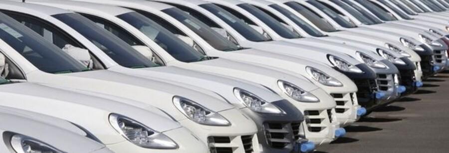 Swedbank er blevet ejer af blandt andet et større antal af de eksklusive Porsche Cayenne-biler, fordi bilejerne ikke kan betale deres banklån tilbage.