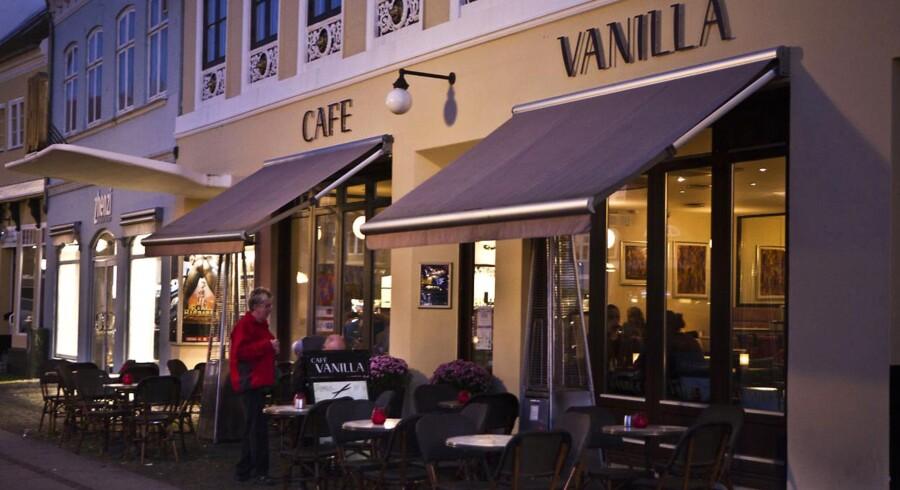 Cafe Vanilla på Køge Torv, der er centrum for bestikkelsessagen, som Henrik Sass Larsen nu skal vidne i.