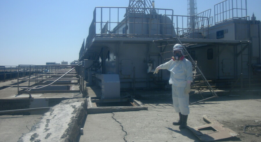 epa02665658 A handout photo released by the Tokyo Electric Power Company TEPCO on 02 April 2011 of a worker near of the Sea Water intake of Unit 2 in Fukushima Daiichi Nuclear Power Station, Japan. Four nuclear reactors at the plant are severely damaged and some are leaking radiation after an 9.0 earthquake and following tsunami struck the area on 11 March, disabling the cooling system of the reactors. EPA/TEPCO / HO EDITORIAL USE ONLY/NO SALES