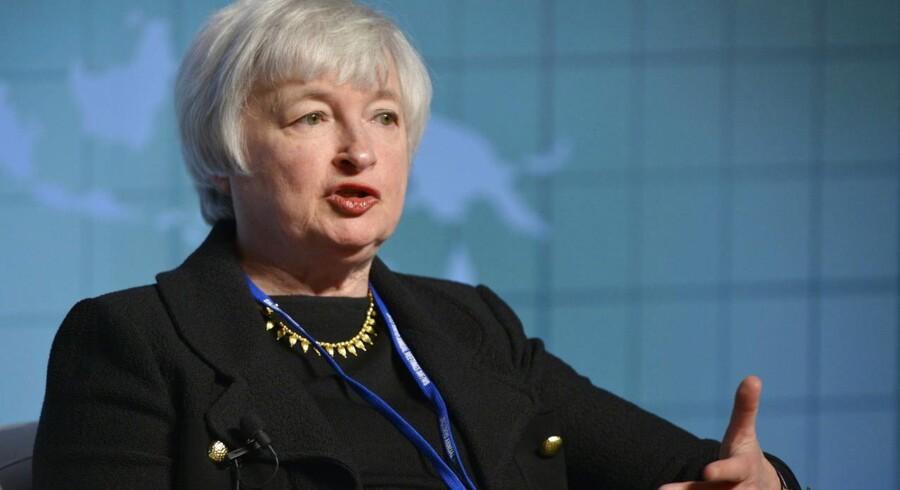 Janet Yellen bliver i dag udnævnt til jobbet som chef for den amerikanske centralbank Federal Reserve, skriver nyhedsbureauet Reuters.