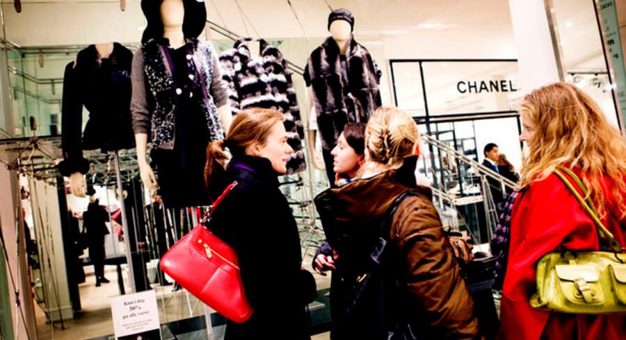 Bernard Arnault, bestyrelsesformanden for luksusgiganten Möet Hennesey Louis Vuitton ser lyst på fremtiden, og mener faktisk, de mange udsalg og den omfattende priskrig, der har præget den øvrige – og voldsomt kriseramte - detailbranchen de seneste par måneder vil blive en fordel for luksusproducenterne.