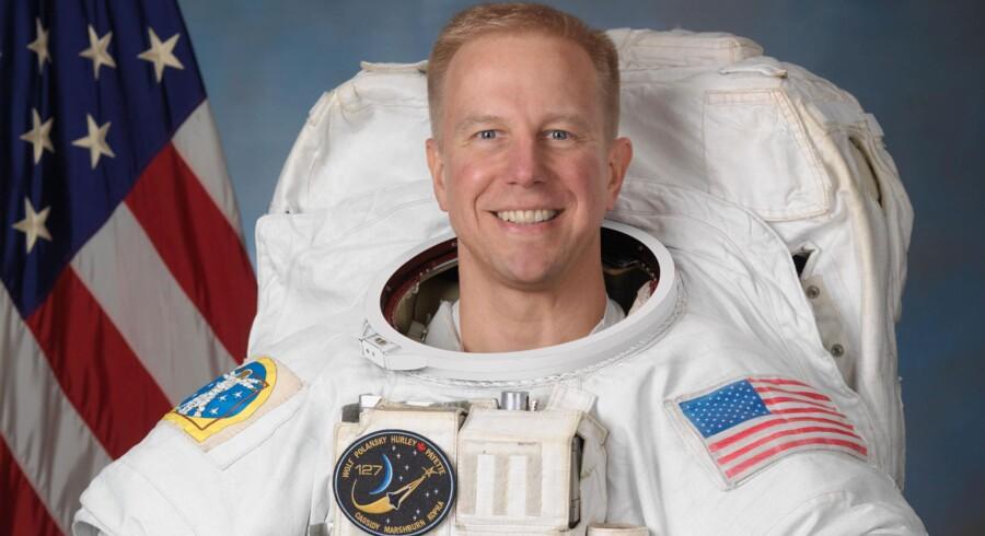 Et arkivbillede af Tim Kopra. På billedet er han sikkert glad fordi han har verdens sejeste job, men for øjeblikket ærger han sig nok over, at han misser rumfærgen Discoverys sidste mission på grund af et cykeluheld.
