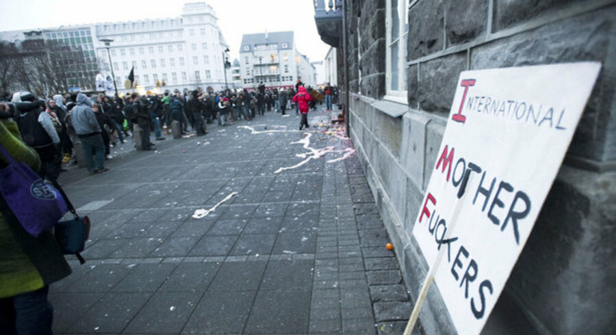 Et skilt raser over IMF ved en tidligere demonstration i Reykjavik.