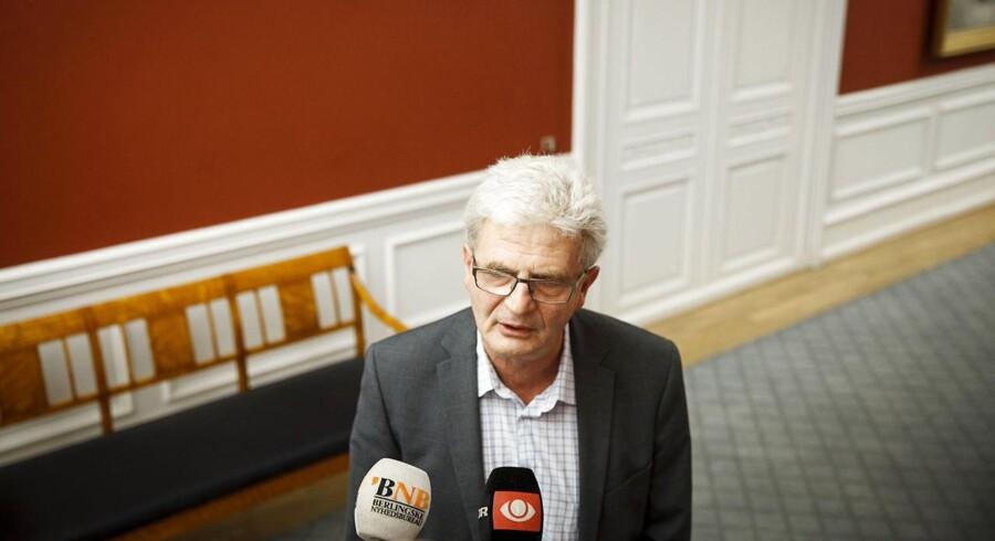 Skatteminister Holger K. Nielsen har fået fire måneder til at svare statsrevisionerne på kritikken af ejendomsvurderingerne.