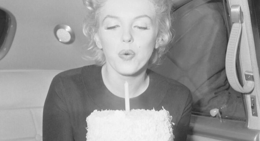 Marilyn Monroe sang »Happy Birthday to You« for John F. Kennedy ved hans næstsidste fødselsdag den 17. maj 1962. Det blev også en af hendes sidste optrædener - hun døde tre måneder senere. Hendes tone gav sangen et vildtfremmed skær af erotik og var med til at sætte den øverst på listen over verdens mest kendte sange på engelsk. Foto: Bettmann/CORBIS