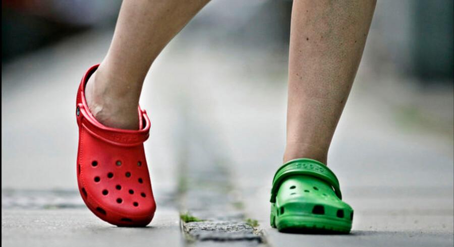 Gummiskoen Crocs i alskens farver hittede stort, og det tog ikke længe før selskabet bag de populære sko, Crocs Inc, fik et problem med ulovlige kopier.