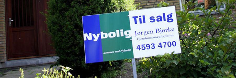 I stedet for kun at hjælpe bankerne, bør politikerne ifølge lektor Jens Lunde kigge på det pressede danske boligmarked.