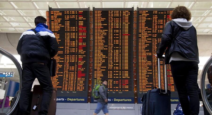 Informationstavle med aflysninger i Charles de gaulle-lufthavnen i Paris.