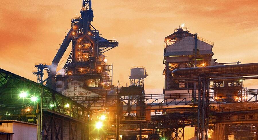 Tata Steel realiserede i fjerde kvartal en omsætning på 420,2 mia. rupees (38,4 mia. kr.), hvilket slog analytikernes forventninger, som ifølge Bloomberg News havde ventet en toplinje på 414 mia. rupees (37,8 mia. dollar). Omsætningen blev forbedret med 23 pct. i forhold til fjerde kvartal året før.