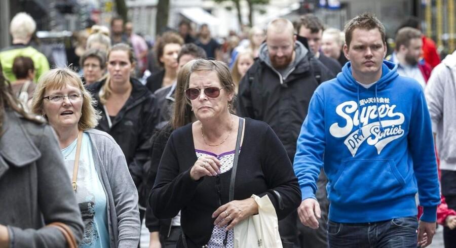 Danskerne er stadig påvirkede af den økonomiske krise og holder igen med forbruget. Det er med til at lægge låg på økonomien, som Nationalbanken nu venter, vil være endnu længere tid om at komme op i gear. Arkivfoto.