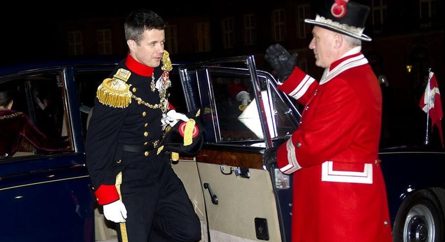 En Se & Hør-historie med en festende Kronprins Frederik fik kvinder til at QR-scanne i 2011. Her ankommer Hans Kongelige Højhed til den traditionelle nytårskur på Amalienborg søndag 1. januar 2012.(Foto: Keld Navntoft/Scanpix 2012)