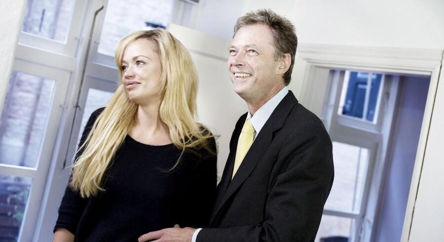 I går holdt Klaus Riskær Pedersen pressemøde i selskab med hans kæreste. Han skal ikke regne med, at familiefonden vil samarbejde med ham om kommende projekter. Også selvom han har næsten 300 mio. kr. stående.