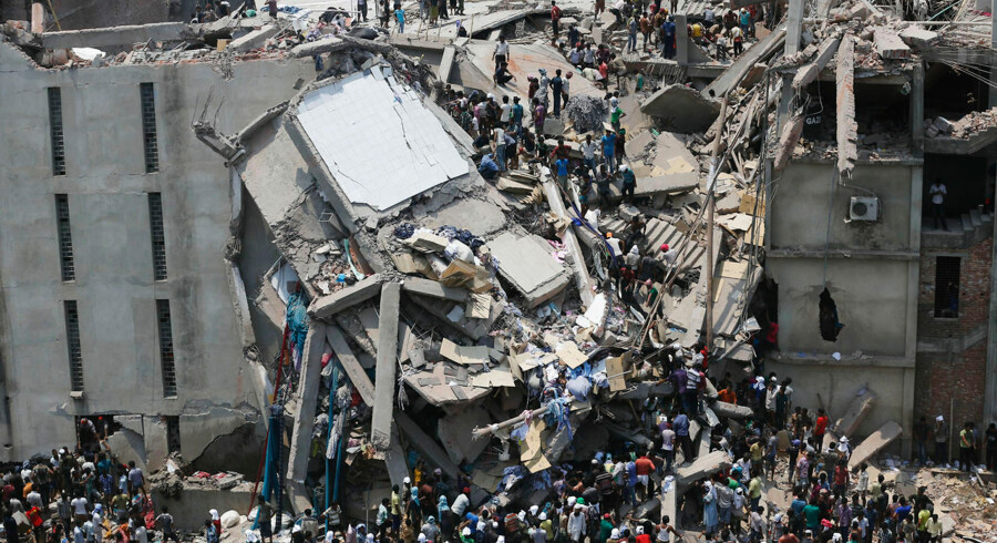 People rescue garment workers trapped under rubble at the Rana Plaza building after it collapsed, in Savar, 30 km (19 miles) outside Dhaka in this April 24, 2013 file photo. President Barack Obama on June 27, 2013 cut off longtime U.S. trade benefits for Bangladesh in a mostly symbolic response to dangerous conditions in that country's garment industry that have cost more than 1, 200 lives in the past year. REUTERS/Andrew Biraj/Files (BANGLADESH - Tags: DISASTER BUSINESS TEXTILE)