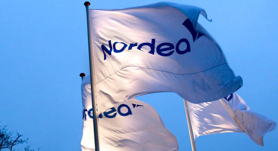 Hverken Danske Bank eller Nordea overvejer at afskedige medarbejdere. De erkender dog, at en del kunder har et mindre økonomisk råderum i dag end før finanskrisen.