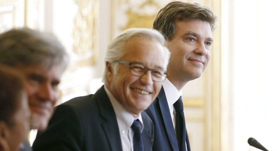 Økonomi- og finansminister Arnaud Montebourg underskrev onsdag »Le Decret Alstom«. Arnaud Montebourg ses længst til højre, sammen med beskæftigelsesminister Francois Rebsman i midten.