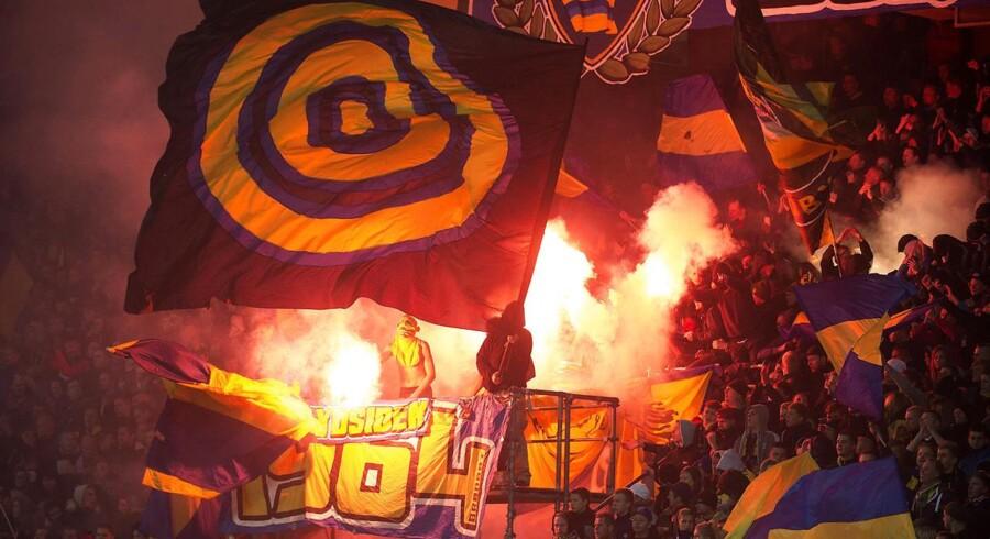 Økonomien halter i superligaklubben Brøndby. Her ses tilhængere under en kamp.