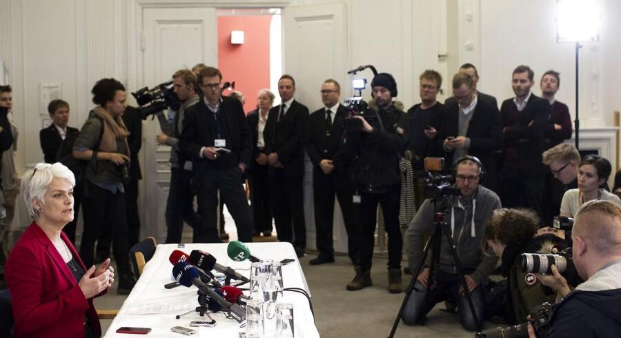SF's formand Annette Vilhelmsen orienterer pressen på et pressemøde d.30.januar 2014 på Christiansborg om at hun går af og at partiet går ud af regeringen.