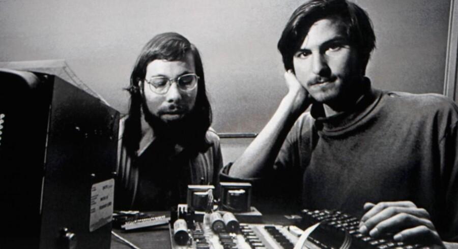 Steve Wozniak (til venstre) og Steve Jobs i de tidlige Apple-dage - den første mener, at portrættet af den sidste langt fra yder en af vor tids mest innovative ledere retfærdighed.