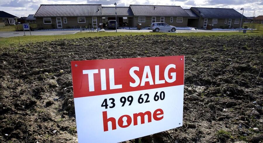 Man kan ikke give et entydigt svar på, hvad det vil betyde for boligejerne, hvis regeringen vælger at droppe de nye offentlige ejendomsvurderinger og lade de gamle fejlbehæftede vurderinger fra 2011 gælde.